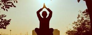 routine-quotidiana-perfetta-secondo-la-scienza-vivere-meglio-sano-yoga-meditazione-bere